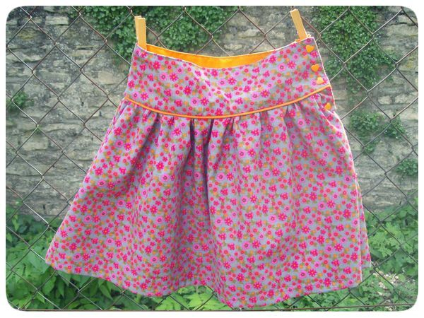 Jupe n du jolies tenues pour fillettes coquettes avec for Malette couture pour fille