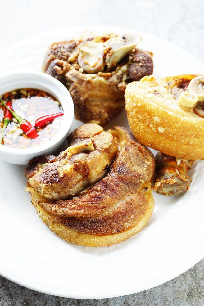 Crispy Pata has to be crispy, right? Today you may now have the answer of frying Crispy Pata that actually is crispy. So scroll down and see for yourself.