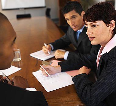 A luta hoje para se conseguir emprego e empregado esta muito difícil, se você é formado em alguma área as empresas te pedem muito é graduação, é pós graduação, é MBA, é mestrado, doutorado, PHD e assim vai.