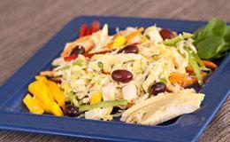 Salada tropical light com manga, abacaxi, frango e pimentões - Verão GNT - GNT