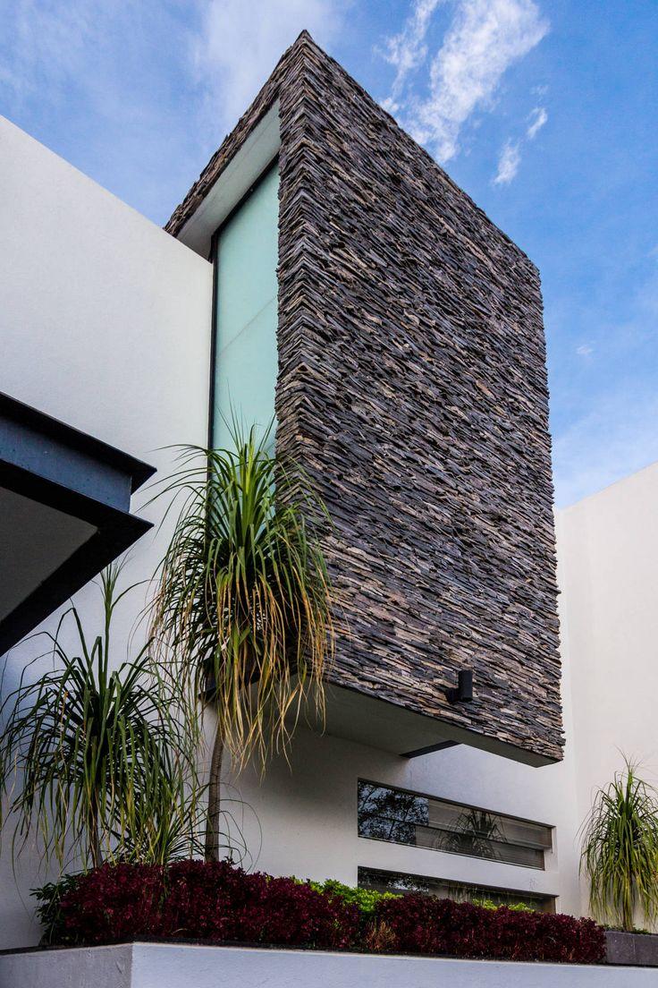 M s de 25 ideas fant sticas sobre escaleras de concreto en for Frentes de casas modernas con piedras