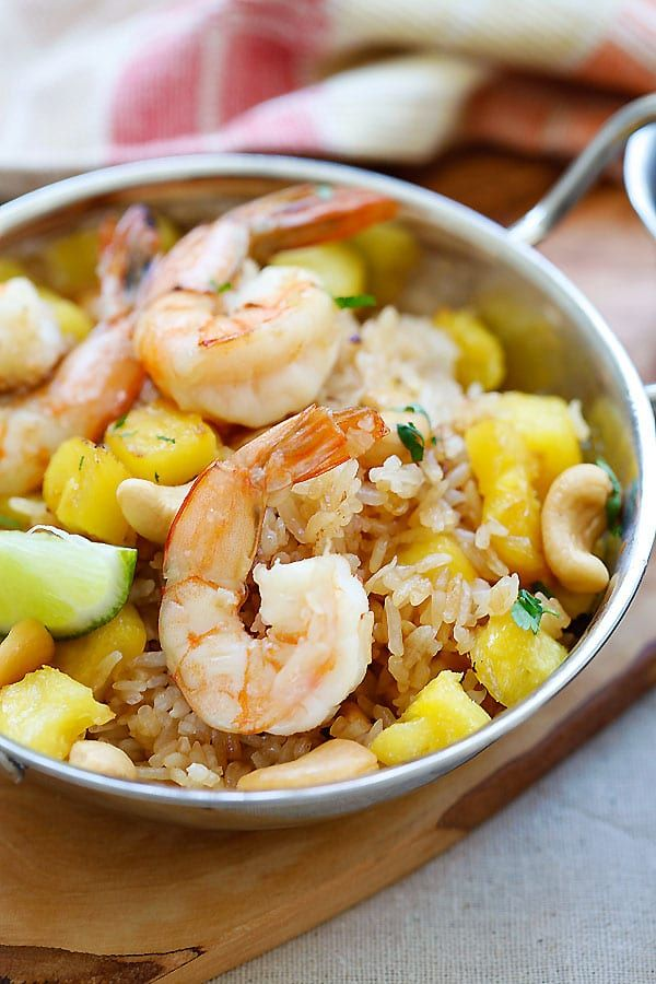 Thai Pineapple fried rice - amazing fried rice recipe with pineapple, shrimp and cashew nuts. Easy recipe that takes only 20 mins | rasamalaysia.com