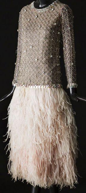 Yves Saint Laurent - Robe Broderies de Perles, Strass et Jupe en Plumes - Zizi Jeanmaire - Casino de Paris - 1970