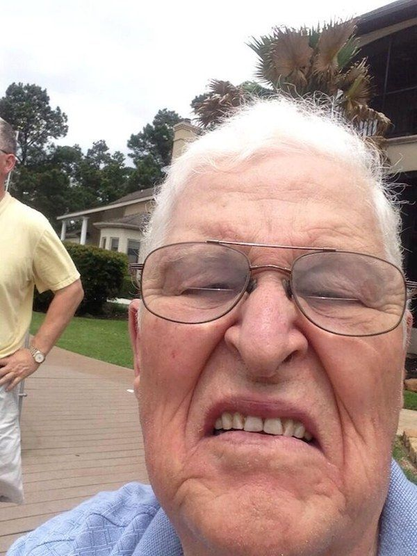 The Accidental Selfie 20 Weird & Funny People Who Don't Understand Technology At All • Page 4 of 6 • BoredBug