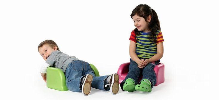 Wielofunkcyjne siedzisko dla dziecka BabySmart jest przeznaczone dla maluchów, przedszkolaków i dzieci w wieku wczesnoszkolnym. Dzięki siedzisku brzdąc może wygodnie zasiąść do stołu na równi z dorosłymi.