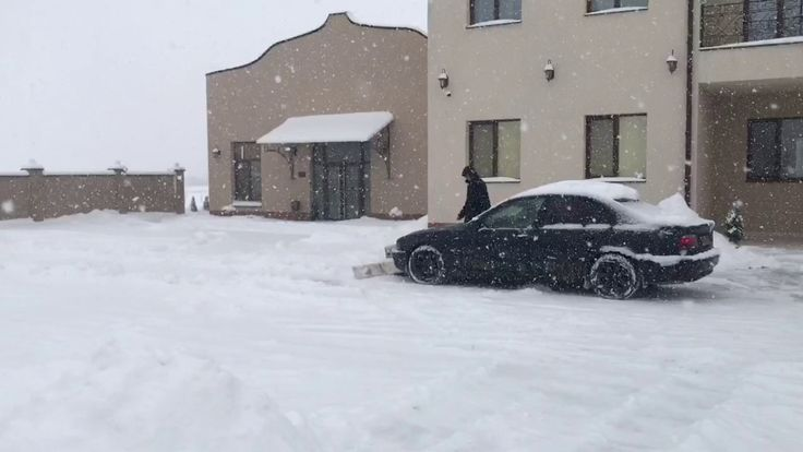 Как из BMW 5 серии сделать снегоуборочную машину (видео)