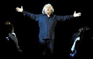 """FIRENZE – """"Abbiamo preso il 25% perché faceva freddo, ora i nostri sondaggi ci danno all'88%, vinciamo noi"""". Beppe Grillo ha esordito così, ..."""
