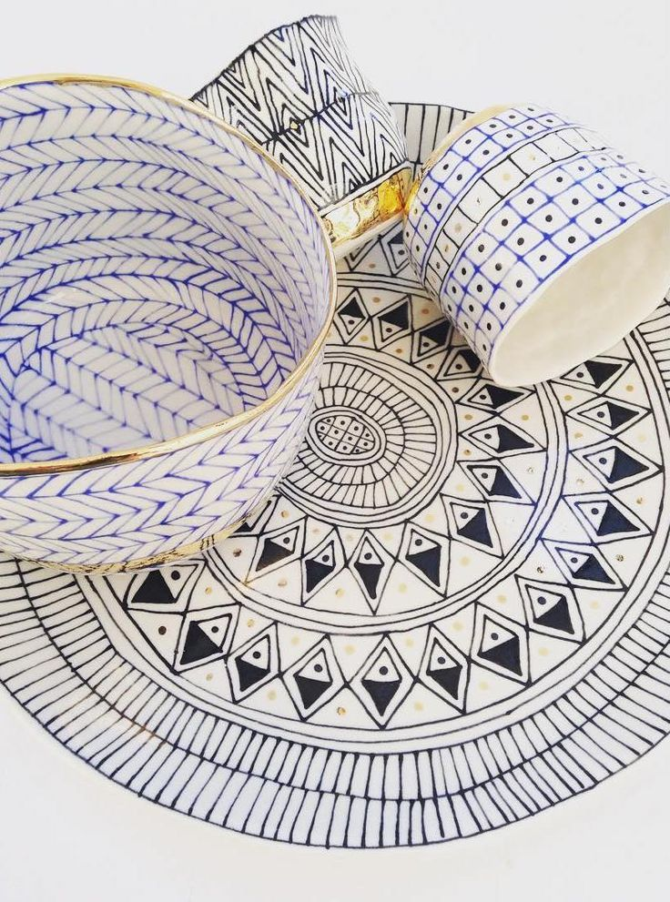 Ceramicist Suzanne Sullivan produces pottery with intricate surface decoration that creates an awesome illusion—they look like flattened drawings!