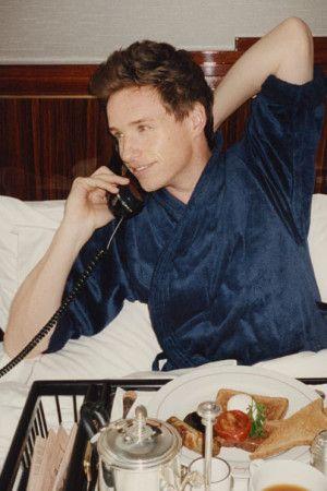 In Bed With Eddie Redmayne! Actor Talks Oscar Buzz