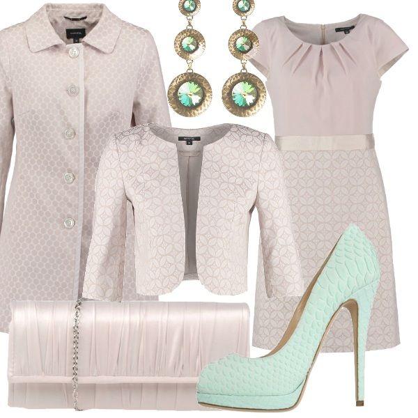 Per una cerimonia in autunno, un outfit composto da abito con parte superiore in tessuto leggero, da abbinare ad un soprabito o un blazer nei toni del rosa cipria. Verde menta le scarpe décolleté come la pietra degli orecchini pendenti.