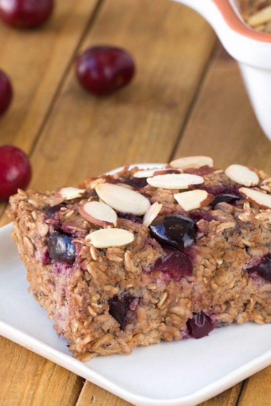 Kalorienarmes Frühstücksrezept! Dieser Cherry Pie Oatmeal Bake ist die ultimative …