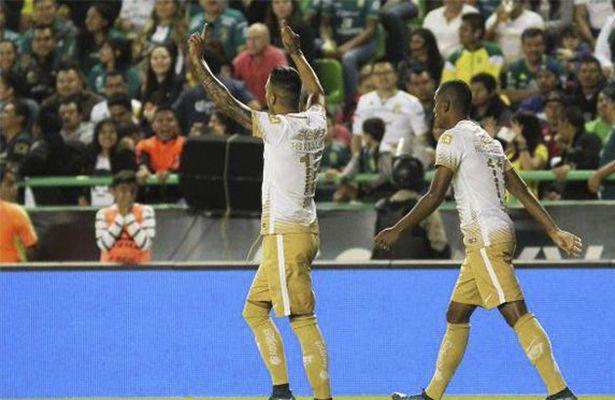 Pumas no tuvo piedad con León y es líder del torneo - LEÓN.- Y en el choque de fieras, Pumas fue más feroz y se apoderó aún más del liderato de la Liga al vencer 3 a 1 al León, con una estrategia ef...