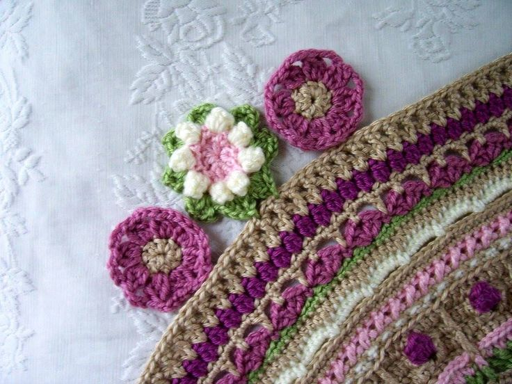 A close up of the corner flower placement. The pink flowers are not attached yet.