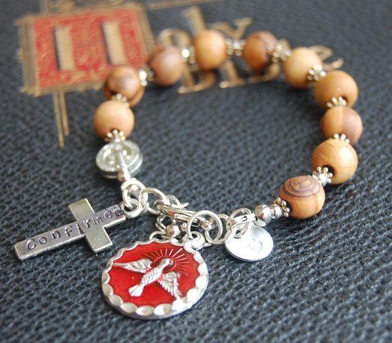 Premier cadeau de Communion pour garçon. Cadeau de Confirmation catholique. Olive de Jérusalem Bracelet chapelet en bois. Estampillée à la main. Chapelet du Saint-Esprit.