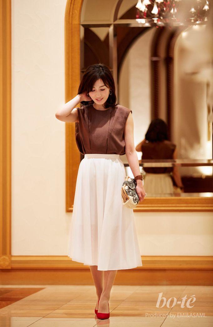 3da945346718d 爽やかな白のボリュームスカートを主役にした大人レディなエレガントスタイル1