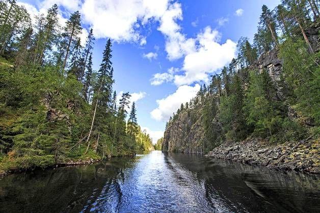 Jos haaveissa ovat virtaavat joet, Repovesi, Hossa tai Oulangan kansallispuisto ovat kutsuvia paikkoja. Kuvassa Hossan jylhät maisemat.