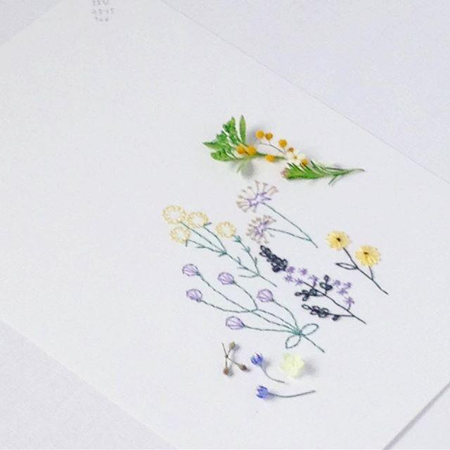 WEBSTA @ annastwutea - 出版イベントでは、本に載っている作品の一部を販売します。元々、作ったものは全部手放す主義でしたが、教室をやり始めてからは見本の為に置いていました。でも、作品がどんどんたまっていくので、今回は全部ではないですが、値段をつけてみました☆..#刺繡 #刺繍 #手刺繍 #紙刺繍 #embroidery #embroidered #handmade #handembroidery #needlework #paperstitching #paperstitch #paperwork #papercraft #手芸 #ハンドメイド #手仕事 #вышивка #broderie #暮らし