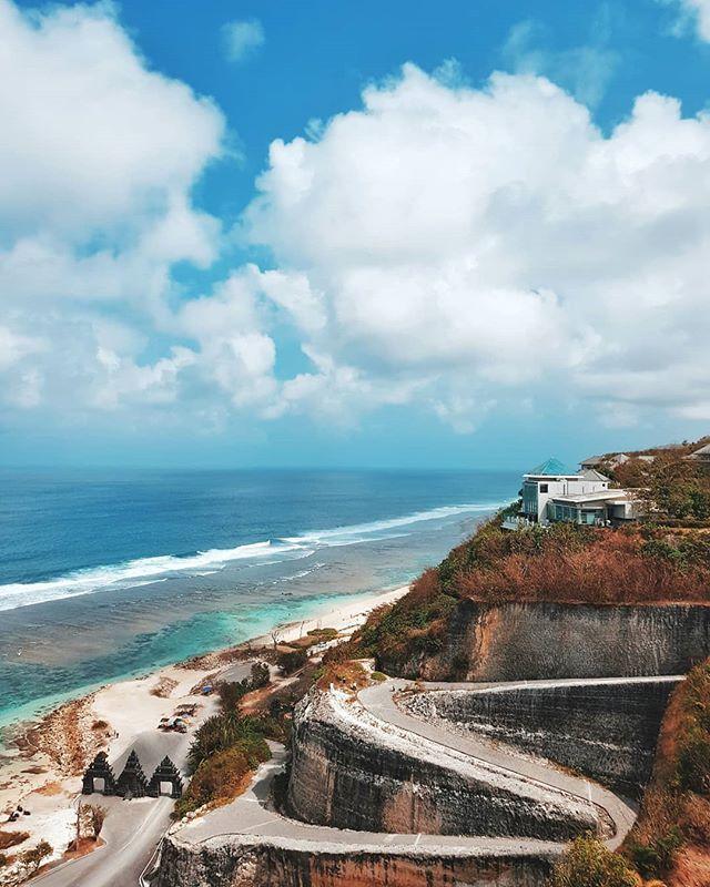 Salah Satu Pantai Favorit Gue Di Bali Adalah Pantai Melasti Ini Sekarang Sih Belum Terlalu Rame Dan Pemandangan Di Pantai Ini Cak Di Pantai Pantai Pemandangan