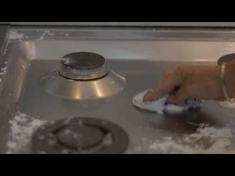 Quelli che odiano pulire il forno ameranno questo trucchetto. - YouTube