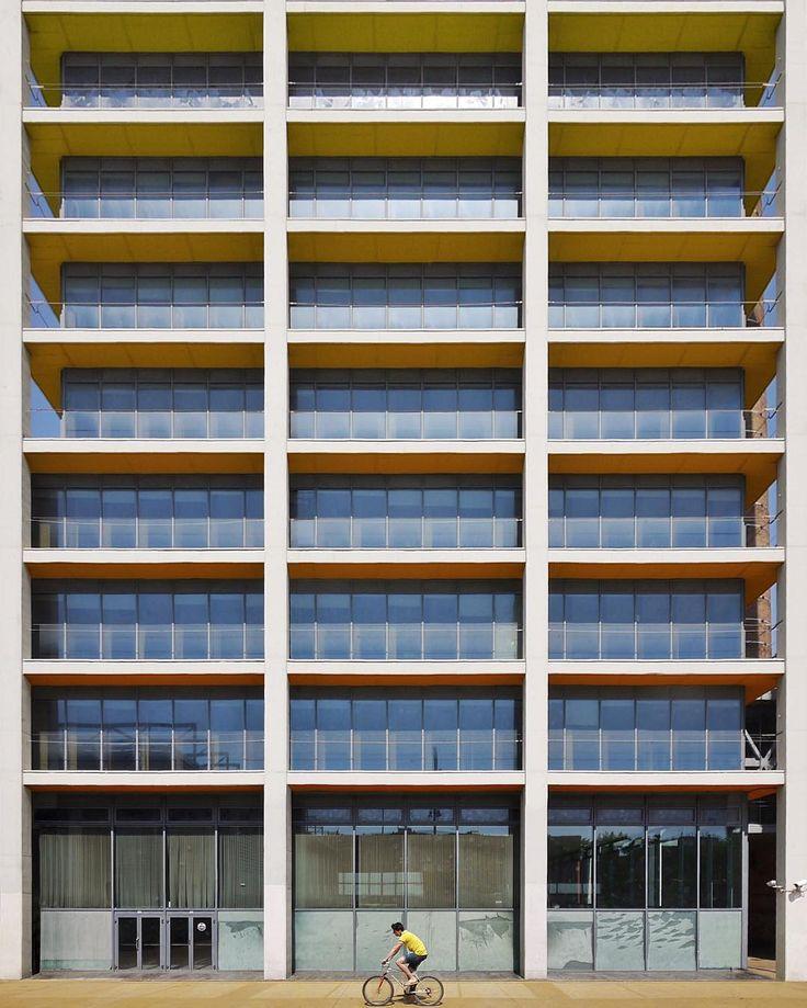 FECSA Headquarters   RGA architects   1991-95   Barcelona #ReinventaLaFotografía#P9arquitectura@huawei_es