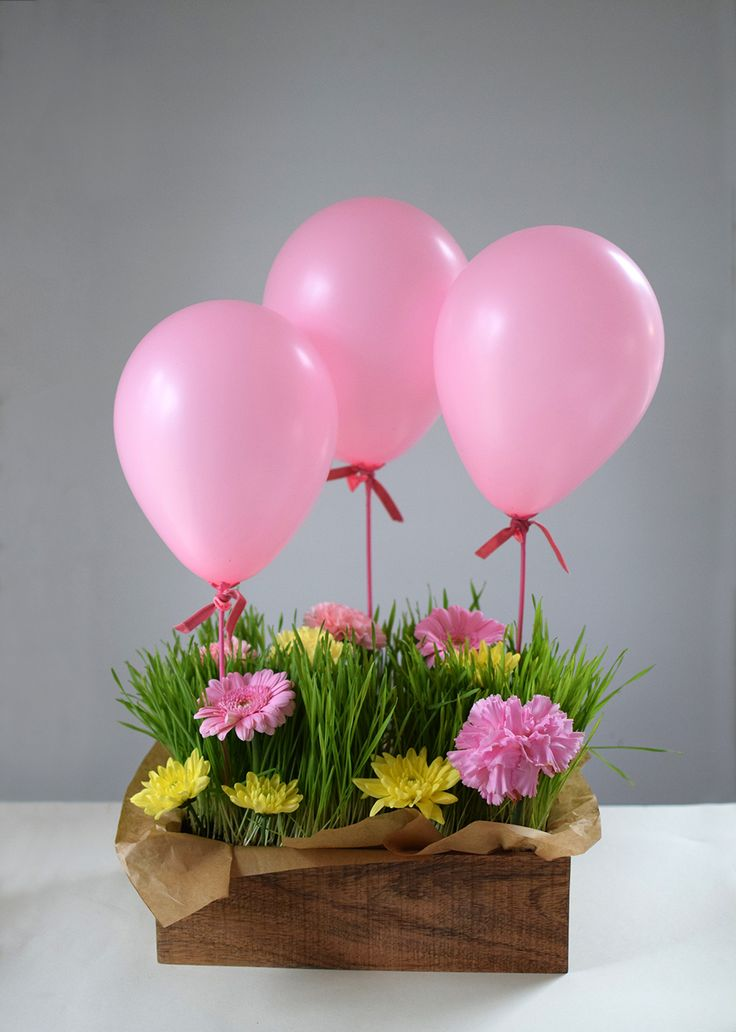 Tips till bordsdukning, dukning, bordsdekoration med blommor och ballonger. Tablesetting idea with ballons and flowers @helenalyth