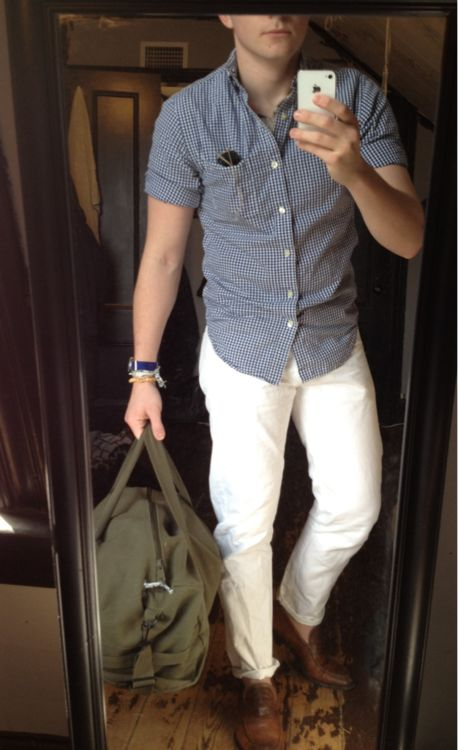Now I'm not sure how I feel about white pants! Some what hard to pull off and as well keeping clean lol! But I feel with the right shirt and shoes the pants would definitely be the stand out