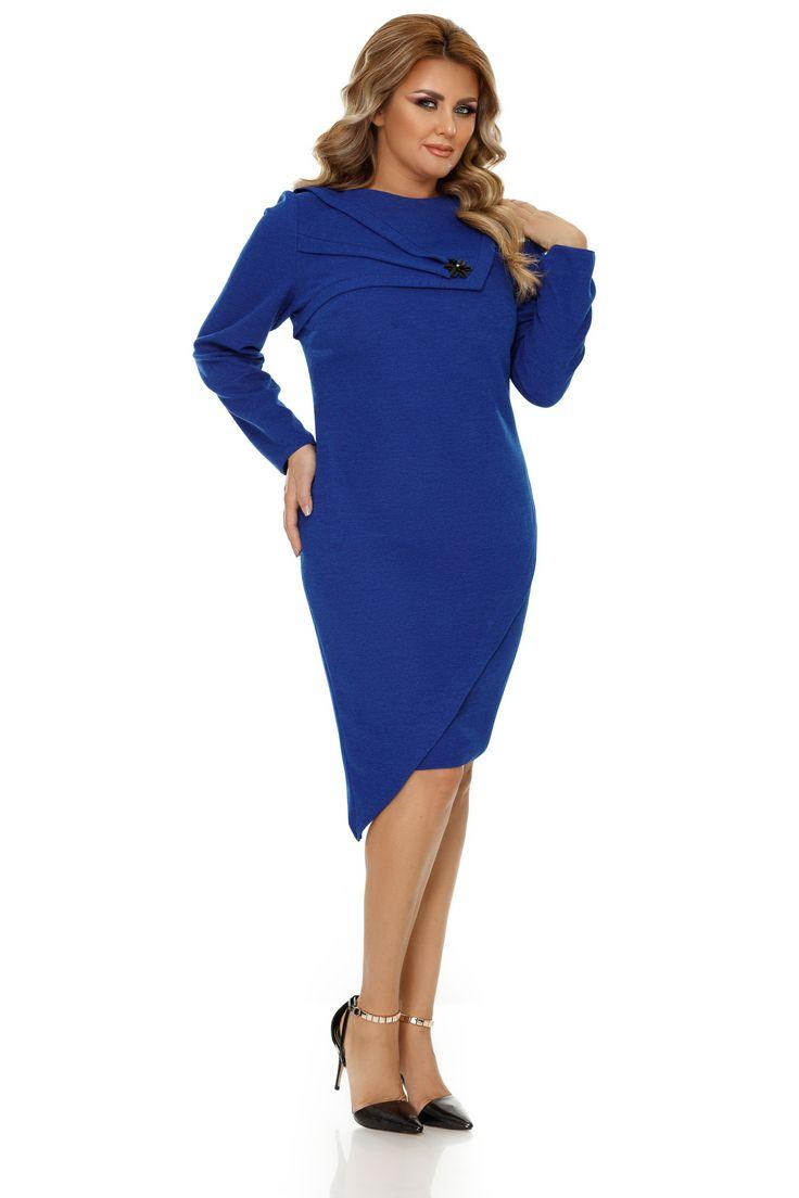 Rochie Plus Size Frida Albastra - Combinația de jocuri de asimetrie și albastru vibrant reprezintă atuul unei rochii elegante pentru femei plinuțe. Textura rafinată a jerse-ului cu fir irizant din care este confecționată rochia plus size Frida o recomandă drept alegerea ideală pentru ocaziile festive unde vrei să impresion