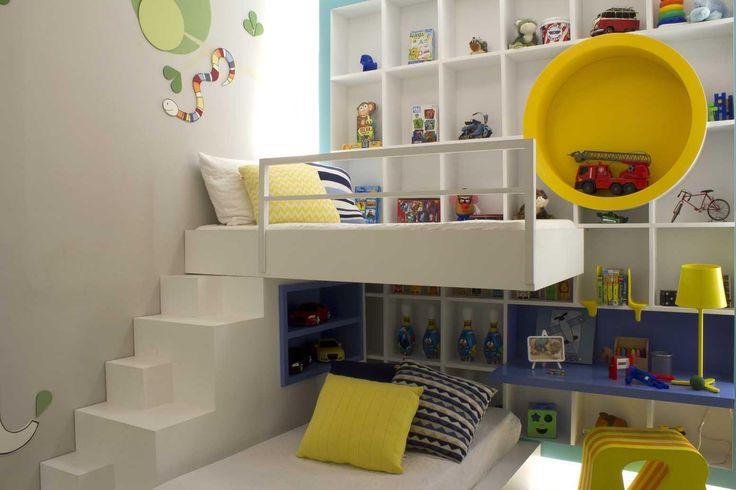 Decoração alegre e animada para o #quarto infantil! #amarelo #cama  Espacios