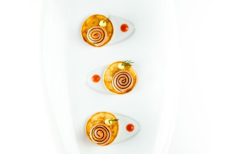 Blinis de saumon fumé et radis noir. © Thierry Caron