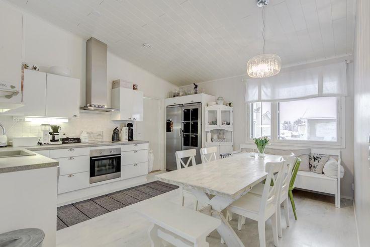 Maalaisromanttinen keittiö 9810595