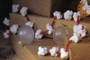"""Crochet pattern for Christmas Popcorn Garland---Does anyone speak """"crochet"""" that can show me how to do this???"""