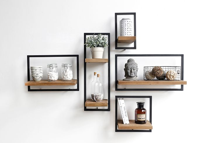 SHELFMATE is een concept by d-Bodhi. 5 shelf modules that allow you to make a composition that perfectly fits your wall. You can follow a grid  pattern or just go for a more random setup.