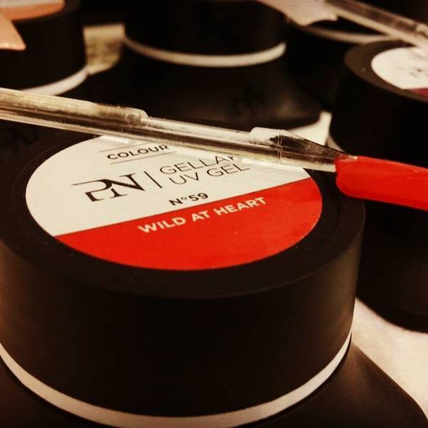 Da noi trovate anche la linea Gellak della ProNails. Si tratta di un gel innovativo auto-modellante, che non cola nella zona delle cuticole e contiene moltissimi pigmenti che intensificano il colore. Gellak polimerizza generalmente in 2 minuti in lampada UV e non ha dispersione. Venite a provarlo! #foryournails #roma #gel #gelnails #ricostruzioneunghie #semipermanente #wildatheart #red #rosso #wild #heart #gellak #uv #parioli #vialeparioli