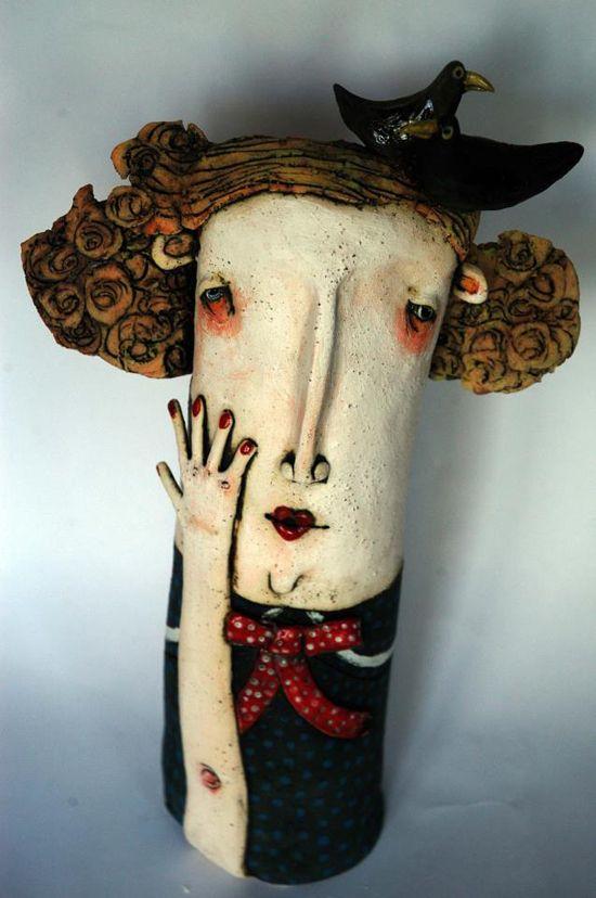 Mujer con pajarito en l a cabeza