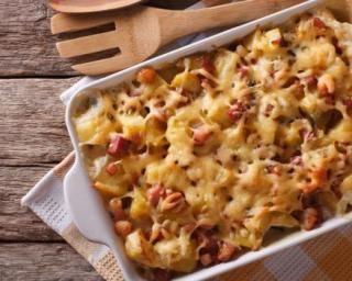 Gratin facile de pâtes au jambon et à la Vache qui rit® : http://www.fourchette-et-bikini.fr/recettes/recettes-minceur/gratin-facile-de-pates-au-jambon-et-la-vache-qui-ritr.html