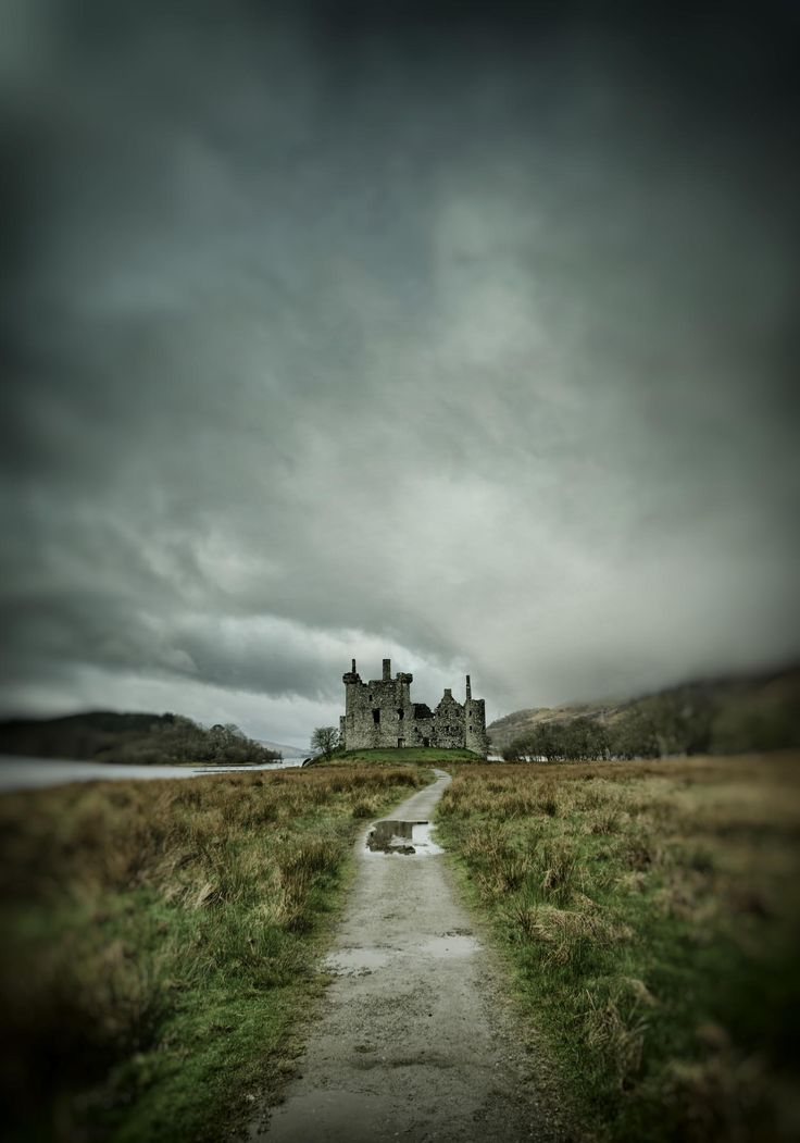 Kilchurn Castle on Loch Awe ... Wouldn't this make a grand book cover???