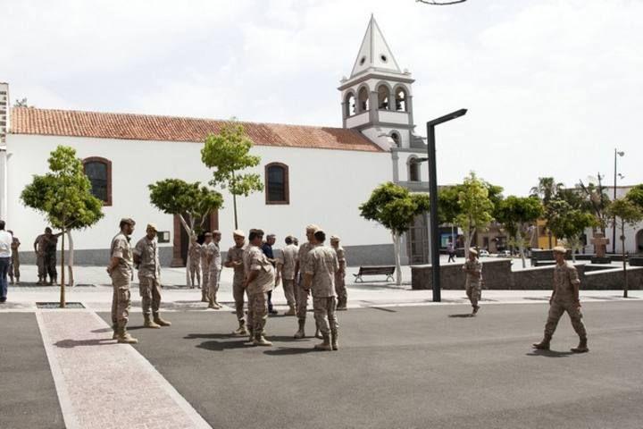 Militares frente al Cabildo majorero