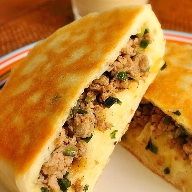 チーズクルチャのチーズをネギとひき肉にチェンジして、胡椒餅にしてみました。 - 450件のもぐもぐ - 胡椒餅 by Hajime