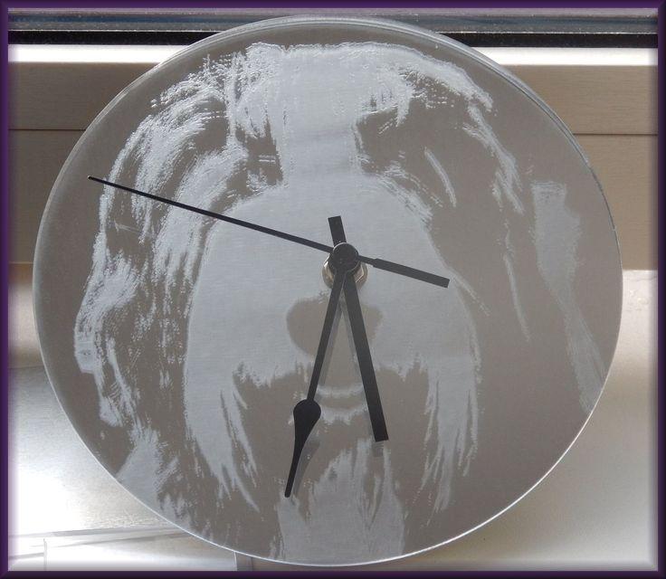 klok van spiegel plexiglas met foto gravuren