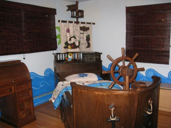 Pirate bedroom little boys room pinterest pirates for Boys pirate bedroom ideas