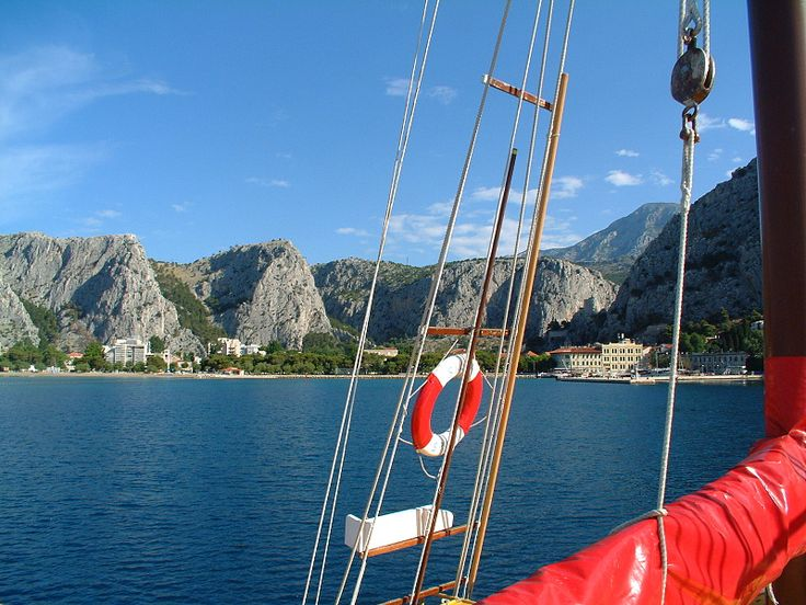 v sobotu ráno nás čeká plavba zpět do Omiše, cíle naší cesty