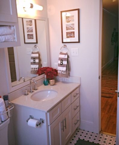 1000 ideas about small apartment bathrooms on pinterest