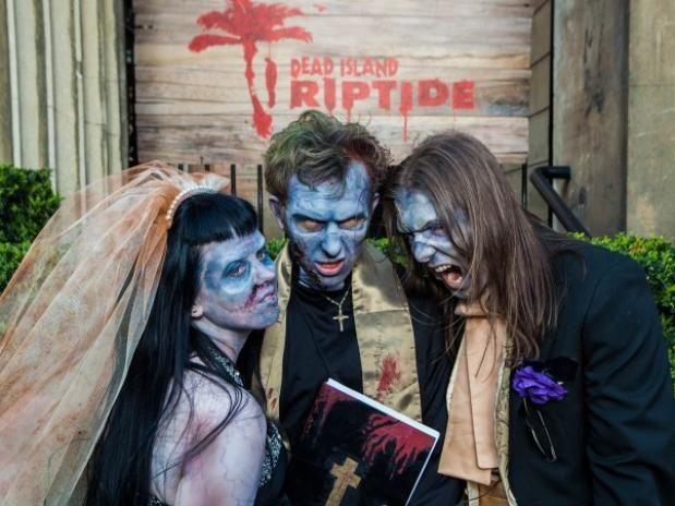 Tras ganar un concurso de Facebook , en el que los participantes tenían que demostrar su amor y su fanatismo por Dead Island, Jennifer y Rob Blackmore unieron sus vidas en un matrimonio zombi