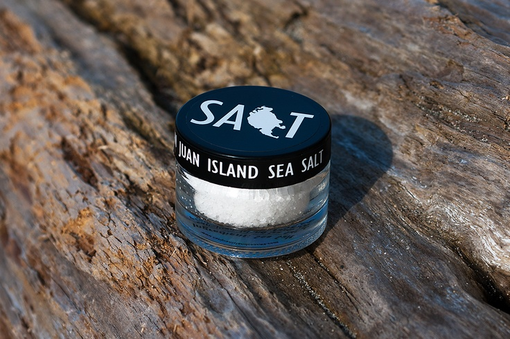 Give guests a ounce jar of sea salt as a unique wedding favor for a nautical or beach themed wedding