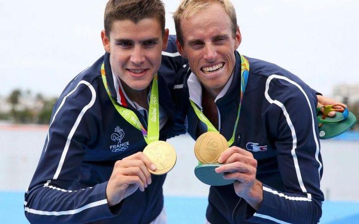 Jérémie Azou et Pierre Houin ont remporté le titre olympique d'aviron en deux de couple poids léger dans le lac Rodrigo de Freitas - JO Rio 2016