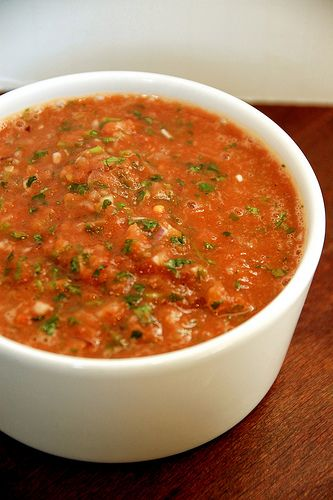 Recipe: Copycat Chili's Salsa Ingredients 1 1/2 lbs or 800 grams canned Whole Roma Tomatoes, juice drained* 1/2 small Red Onion, halved 1/2 small White Onion, halved 1 green Chili of choice, roughly chopped 1 Cup fresh Cilantro, roughly chopped (including stems) 1/4 of a Green Bell Pepper, quartered 2 Tablespoons Olive Oil juice of …