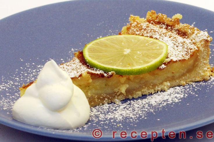 Citronpaj med lime - Recept på Citronpaj som är en underbart god sötsyrlig efterrättspaj med citron och lime. Servera med vispad grädde.