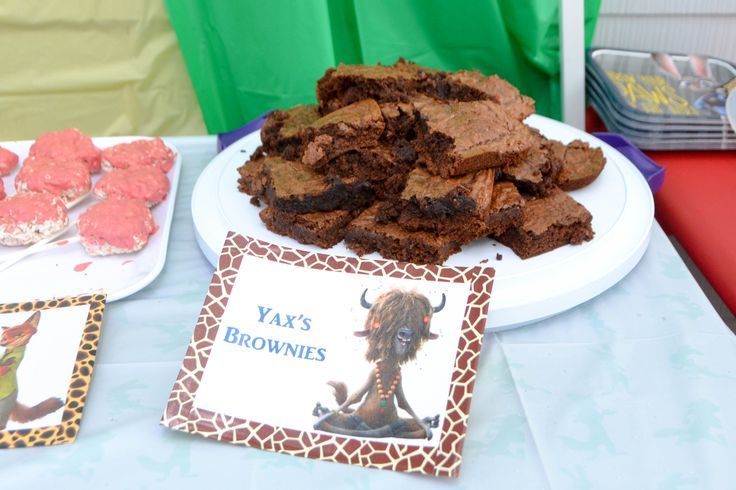 Zootopia Birthday Party Food Ideas - Yax's Brownies  #Zootopia