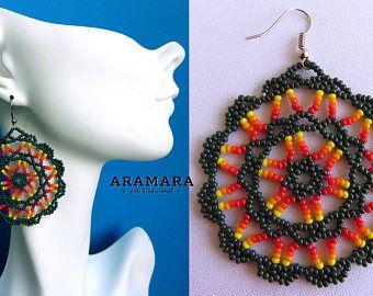 Arte Huichol cuentas ronda aretes AR-0155 Huichol, México pendientes, joyería mexicana, aretes Huichol, Huichol beadwork, pendientes de la ronda