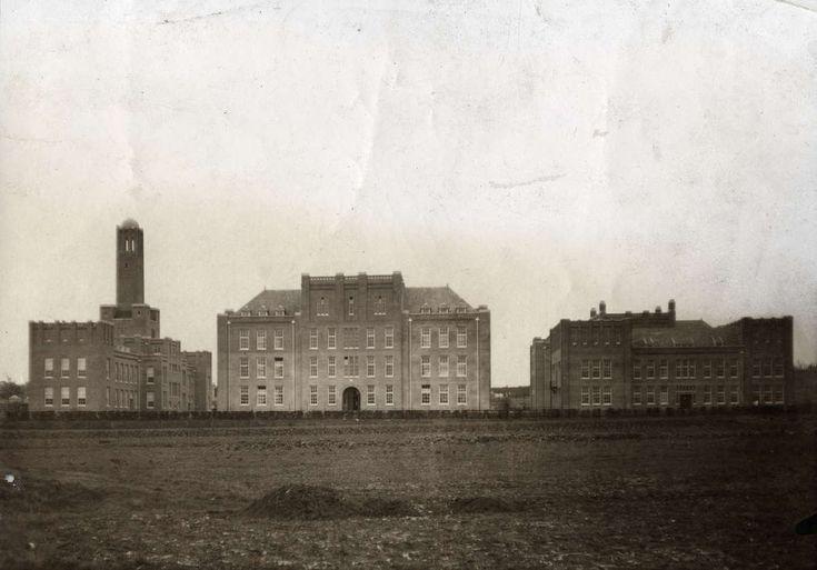 Nederlandse leger, koloniale troepen, de nieuwe kazerne van de Koloniale Reserve te Nijmegen, in gebruik genomen in oktober 1911. Nederland, 1937.